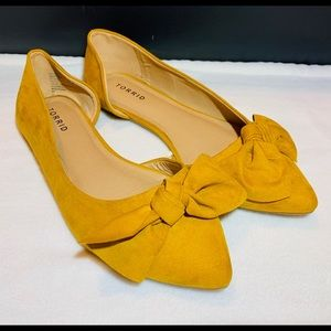 Torrid yellow pointed flats